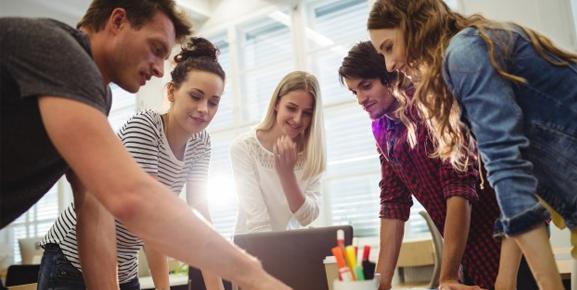 Aprender a delegar tarefas ajudará muito na gestão de equipes